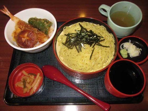 「中華ざるとミニ天丼のセット 710円」@まるまつ 遠野店の写真