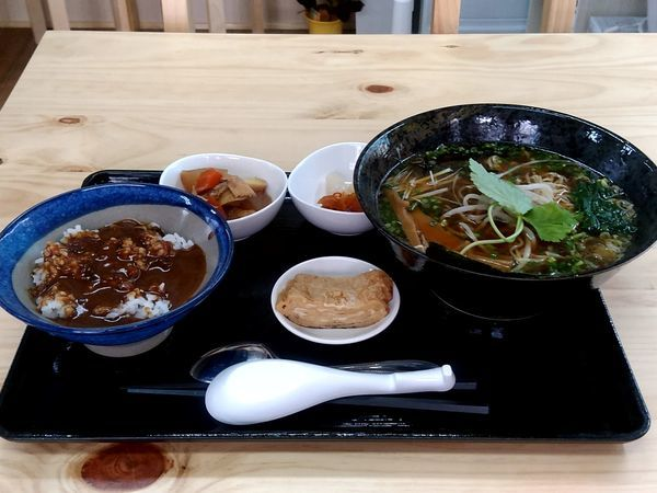 「ラーメン定食(醤油ラーメン+ミニカレー丼)980円」@らーめん まなぶの写真