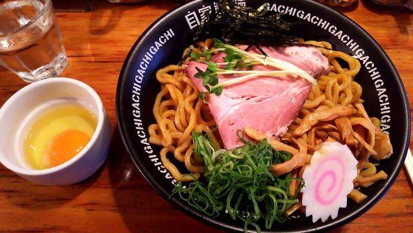 「黒豚油そば・太麺(700円)・大盛り(無料)・生卵(50円)」@油そば専門店 GACHIの写真