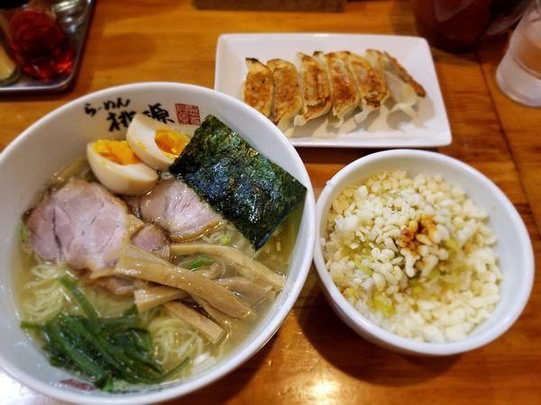 「しおラーメン&ネギ飯&焼ギョウザ」@らーめん 桃源の写真