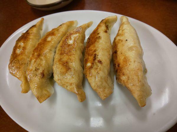「とんとん餃子」@とんとん餃子 華苑飯店の写真
