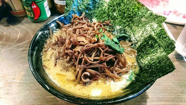 「ラーメン(麺硬め・味濃いめ)+海苔・木耳(クーポン)」@家系ラーメン クックらの写真