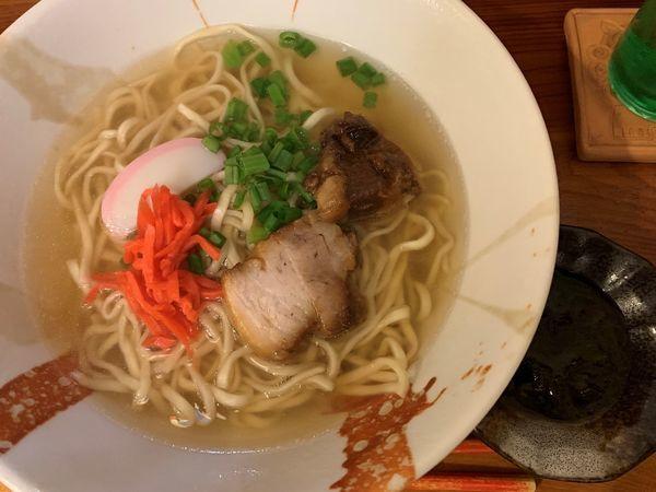 「沖縄スバ」@沖縄家庭料理 ちゃぁ〜まぁじゅんの写真
