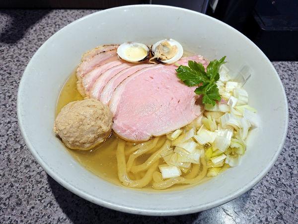 「限定 手打鶏中華そば(塩)+肉増し」@ラーメン宮郎の写真