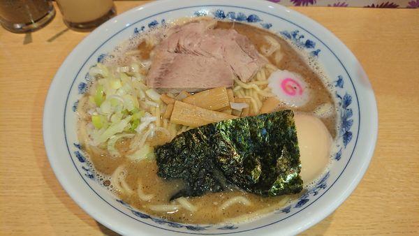 「味玉中華そば(800円)+大盛(100円)」@くり山の写真