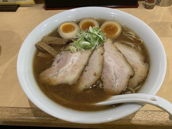 「醤油チャーシュー麺大盛400g+煮卵」@よなやの写真