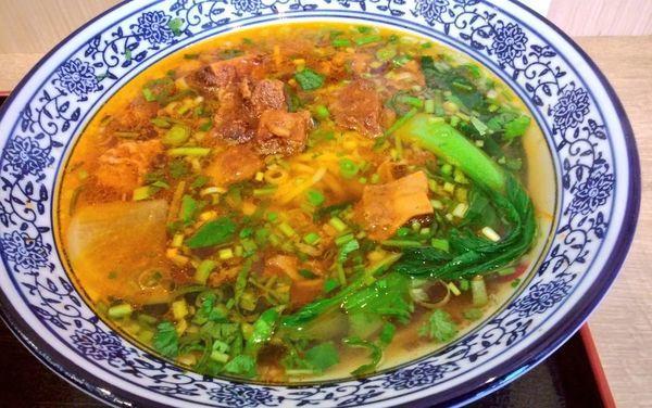 「蘭州紅焼牛肉麺・中太麺」@中国蘭州牛肉ラーメン 国壱麺 関内店の写真