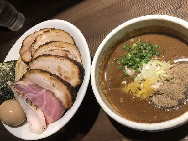 「特製豚骨魚介つけ麺 +大盛+豚バラロール」@つけ麺 一燈の写真