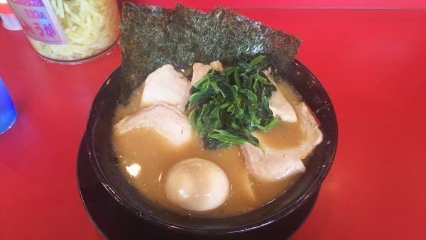 「チャーシューメン+味玉 1010円」@家系ラーメン王道 王道之印の写真