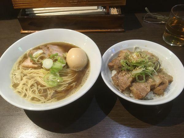 「肉煮干しそば(小盛り)、肉飯」@麺処 遊 蕨店の写真