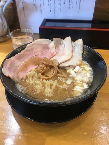 「豚骨魚介中華そば」@自家製中華そば 麺の虜の写真