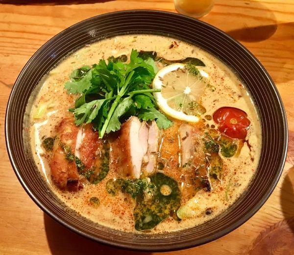 「湘南ラクサ」@麺や渦雷UZURAIの写真