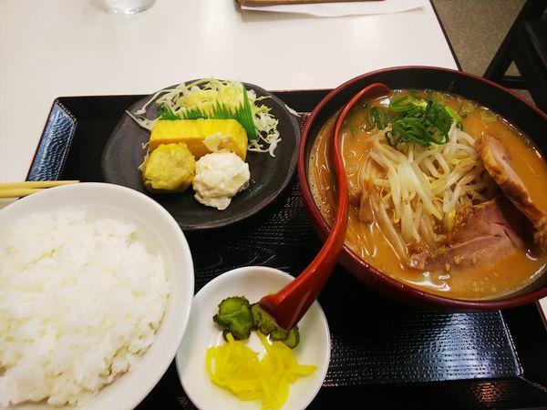 「日替わりラーメン定食(石狩味噌味)」@北海ラーメン 板宿店の写真