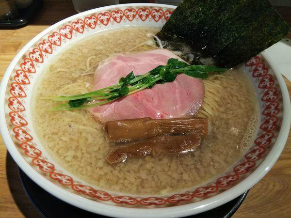 「【限定】煮干し背脂ラーメン (大盛り:サービス券)」@麺肴 ひづきの写真