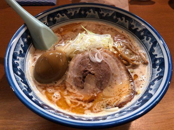 「味噌ラーメン + トロ〜リ半熟味付玉子」@麺や 樽座 小宮店の写真