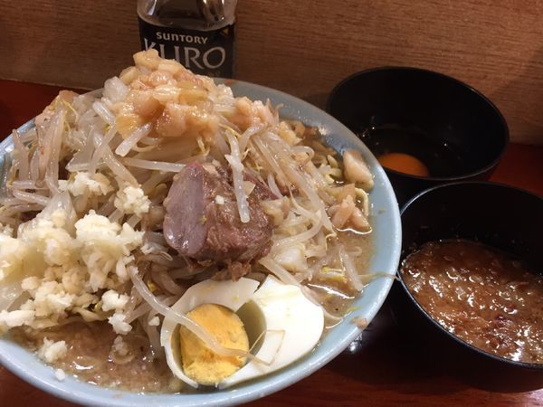 「富士丸ラーメン(ちょい野菜ちょいニンニク)+生卵+別皿アブラ」@ラーメン富士丸 西新井大師店の写真