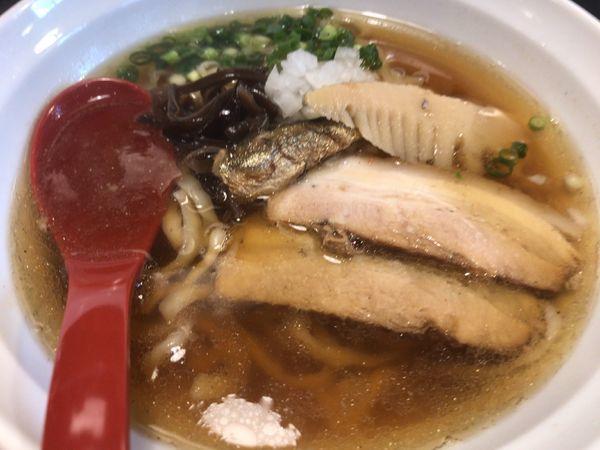「煮干し醤油700円・平打ち手もみ麺」@盛岡麺厨房 ゼロワンの写真