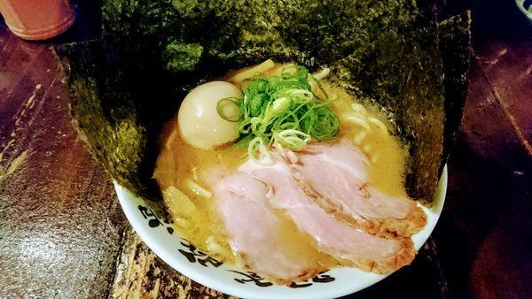 「らぁ麺+特トッピング」@麺屋 庄太 Luz湘南辻堂店の写真