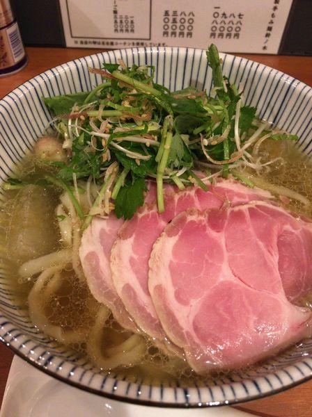 「【季節の限定】鈴ノ木の冷たい煮干しぶっかけ 800円」@自家製手もみ麺 鈴ノ木の写真