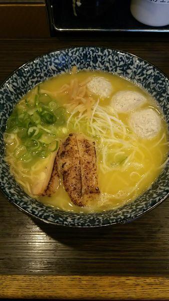 「濃厚鶏そば (トッピング:鶏肉団子)」@鶏そば 一瑳の写真
