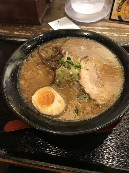 「濃コク豚骨醤油ラーメン」@ラーメン創房 玄 天王洲アイル店の写真