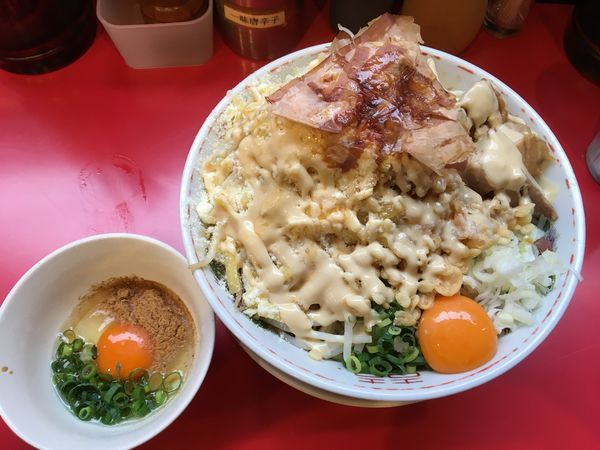 「まぜそば(ダブルチーズ+すき焼き+ゼンブ)」@用心棒の写真