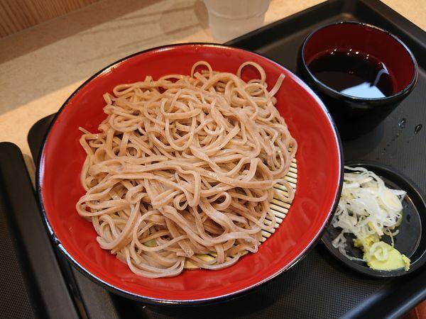 「もりそば300円+煮干しラーメン450円」@名代 富士そば 志木店の写真