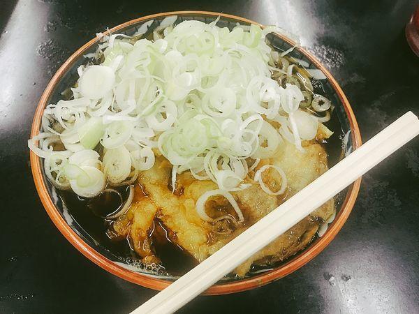 「天ぷらそば大盛り【550円】」@立食い 寒川そばの写真
