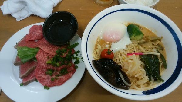 「ごまだれ冷やし② 和牛冷やし中華」@MENYA 食い味の道有楽の写真