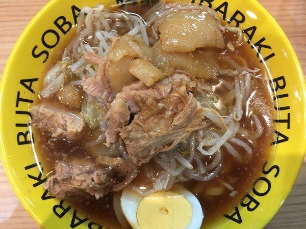 「豚そばミニ 780円(生卵+50円)」@茨城豚そば 特龍 水戸堀町店の写真