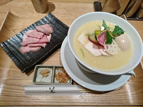 「鶏白湯SOBA+北海道産ローストポーク」@銀座 篝 ルクア大阪店の写真