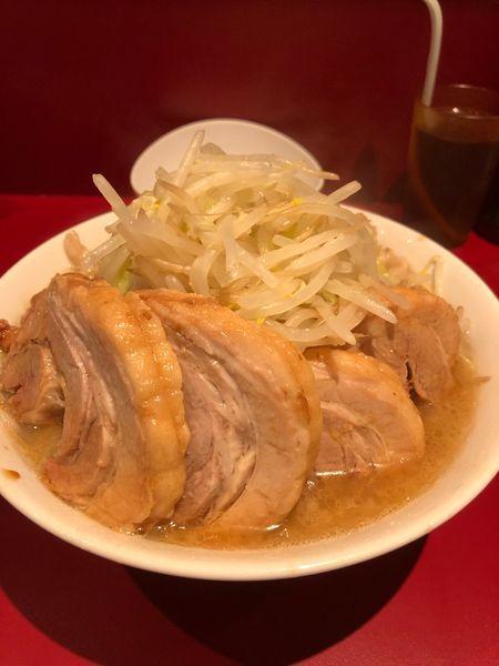 「小豚850円生卵50円ヤサイアブラ」@ラーメン二郎 荻窪店の写真