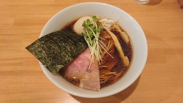 「坂戸醤油らーめん 730円 + 味玉 100円」@らーめん コッコの写真