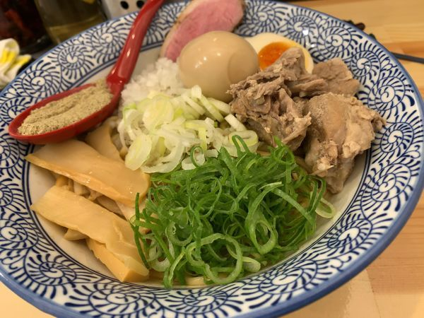 「まぜそば+味玉+煮干し粉ver」@中華そば 葵の写真