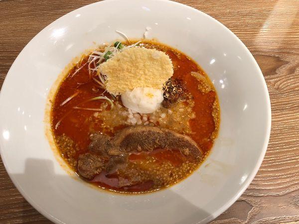 「赤麻辣角煮担々麺(味噌)」@ばんから担々麺 新宿歌舞伎町店の写真