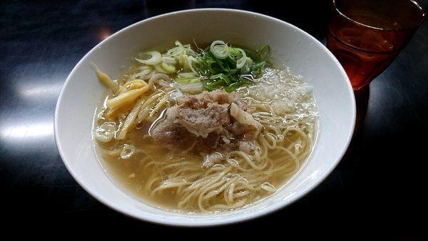 「塩らぁ麺 800円」@牛骨らぁ麺 マタドール 本店の写真