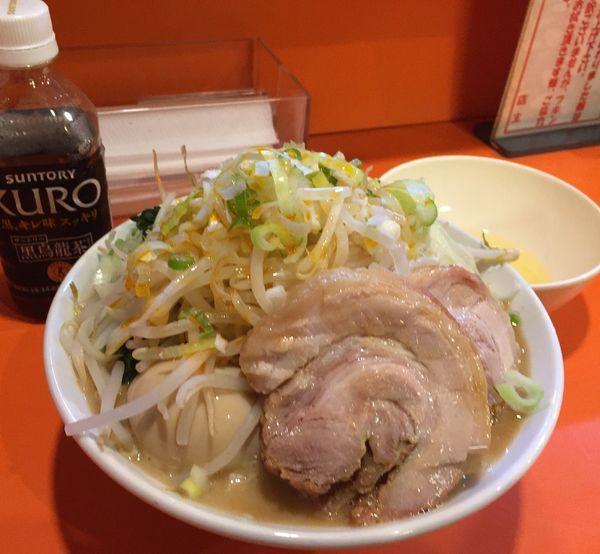 「ミニらーめん(麺硬め野菜大蒜葱ラー油)+生卵+味玉+レン草」@ちばからの写真