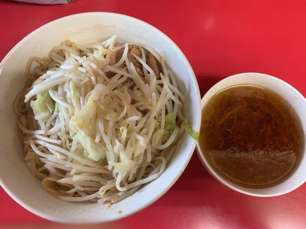 「SS(汁捨て)800円(麺半分油抜き味薄め)」@ラーメン二郎 千住大橋駅前店の写真