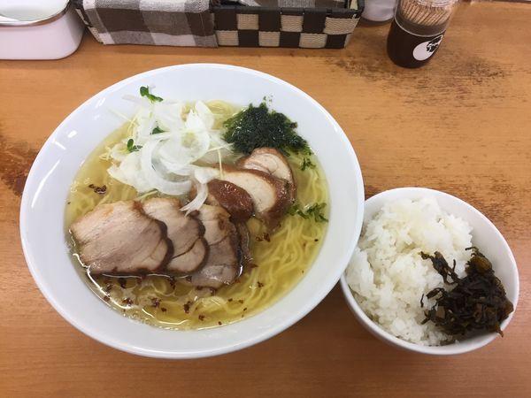 「鶏豚塩拉麺+小ライス」@富白 御徒町本店の写真