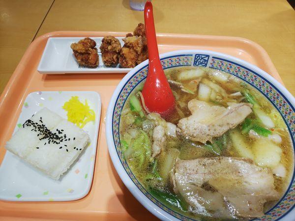 「おいしいラーメン+唐揚げセット 1030円」@どうとんぼり神座 神戸ハーバーランドumie店の写真
