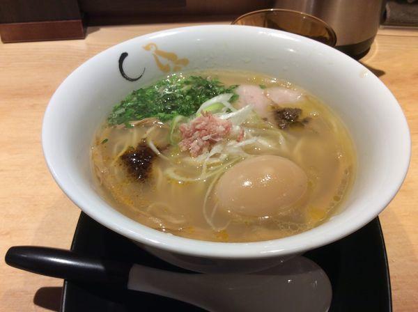 「真鯛と蛤の塩そば味玉付き」@SOBAHOUSE 金色不如帰 新宿御苑本店の写真