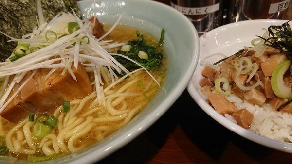 「角煮ラーメン」@横浜家系ラーメン銀家 伊勢佐木町店の写真