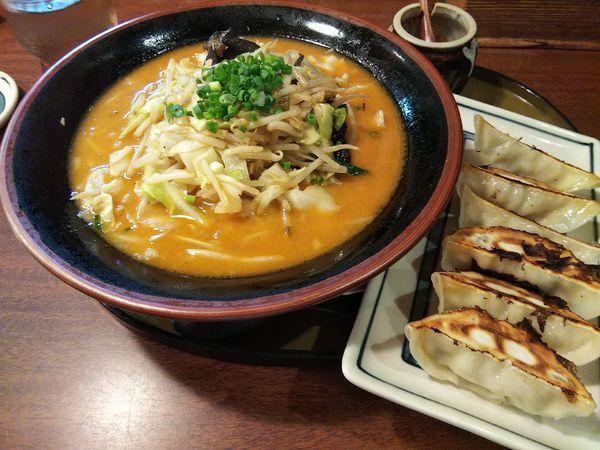 「野菜たっぷり味噌らーめん +焼き餃子:半額サービス」@三宝亭 安曇野店の写真