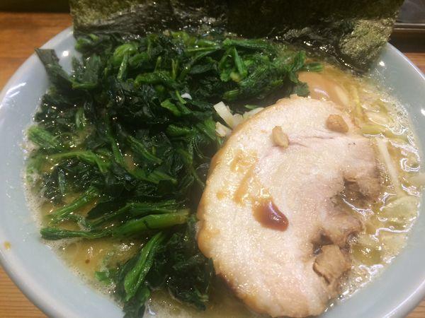 「豚骨ラーメン¥700、ほうれん草¥100」@鶴一家の写真