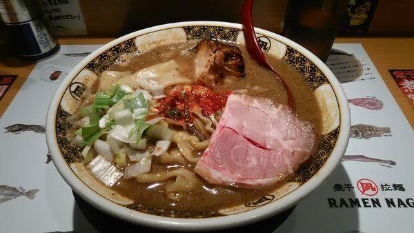 「こってり煮干しラーメン + 角煮」@すごい煮干ラーメン凪 西新宿7丁目店の写真