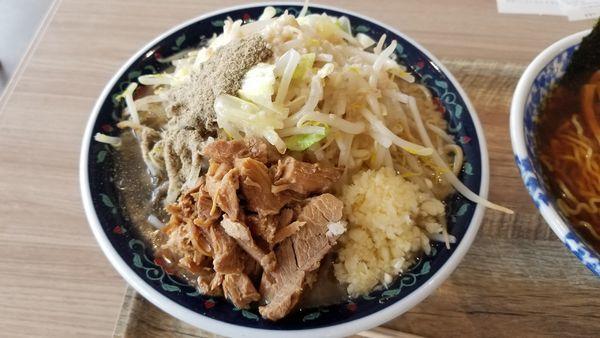 「ニボジロー 麺大盛 野菜、脂、ニンニク増し」@凌駕IDEA イオンモール松本店の写真