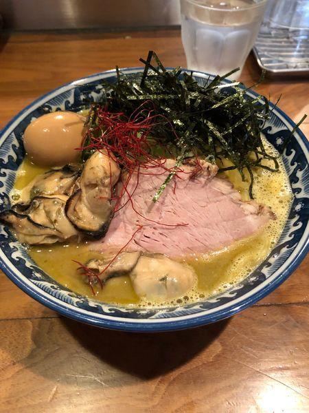 「佐市ラーメン大盛り+牡蠣」@麺や佐市の写真