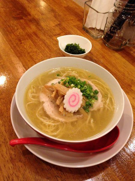 「大和肉鶏と会津地鶏の中華そば 塩 生海苔」@味六屋の写真