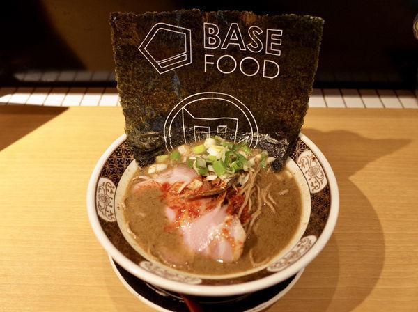 「BASE RAMEN すごい煮干し…1080円」@すごい煮干ラーメン凪 新宿ゴールデン街店 別館の写真