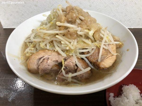 「ラーメン(豚2枚)+玉ねぎ 「ニンニク」(830円)」@ラーメン武丸の写真